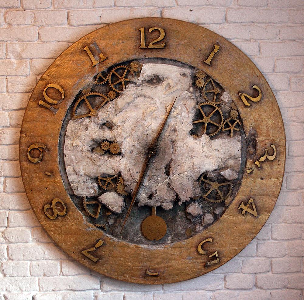 """Jarosław Kukowski, """"ZEGAR XVI"""", instalacja, wym. Ø125cmx5cm, cena – 16 000 zł"""