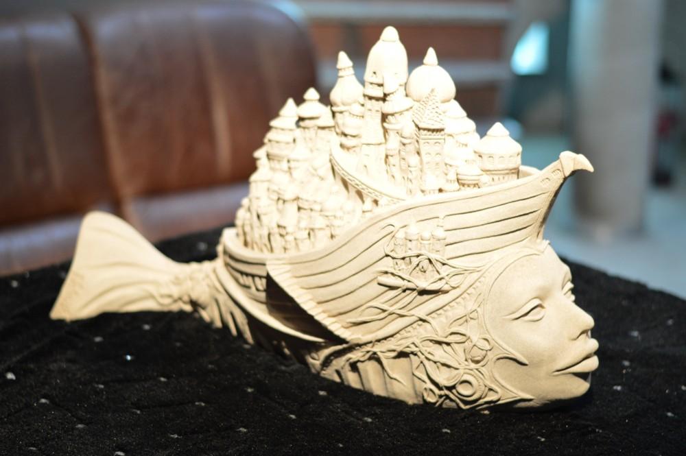 Bez tytułu, rzeźba ceramiczna z gliny szamotowej, długość 76 cm, wysokość 44 cm, 16 000 zł